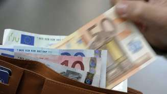 img1024-700_dettaglio2_tasse-soldi